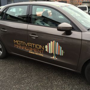 Bilreklame for Motivation Management lavet af skiltehus.dk