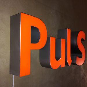 LED skilt med ordet Puls