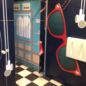 Udsmykning af toiletfaciliteter, lavt af skiltehus.dk